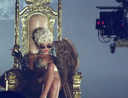 rihanna-pour-it-up-bts-1