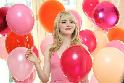 Emma-Stone-Revlon-ColorBurst-Lip-Crayon-Commercial